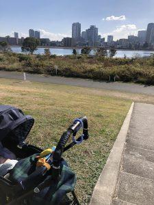 淀川河川敷から梅田を見た写真